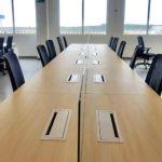 Mesa de reuniones ejecutiva elegante en DP World