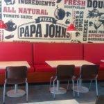 Decoración de mobiliario de pizzería Papa Johns