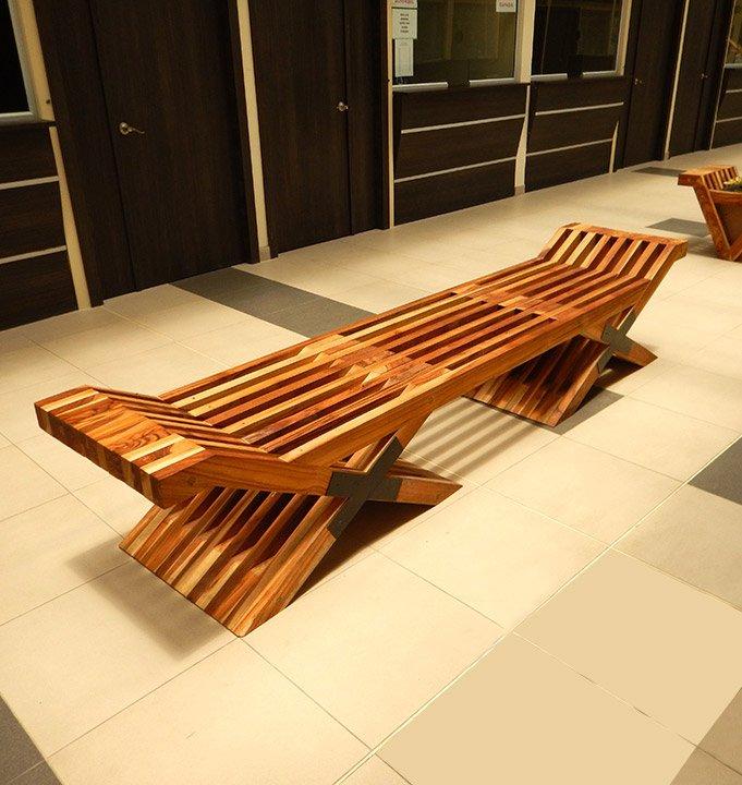 diagonal de banca de madera asiento
