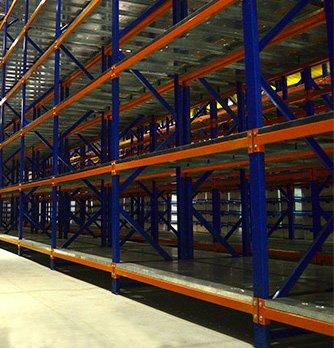 Racks Metálicos Industriales color naranja